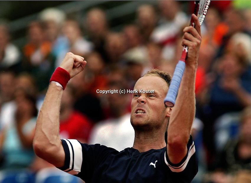 18-07-2004, Amersfoort, Tennis, Priority Dutch Open, Martin Verkerk juicht hij heeft de Dutch open op zijn naam gesschreven