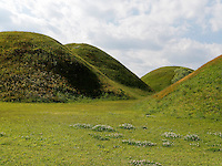 Grabh&uuml;gel im Noseodong--Park, Gyeongju, Provinz Gyeongsangbuk-do, S&uuml;dkorea, Asien, UNESCO-Weltkulturbe<br /> burial mound in Noseodong park, Gyeongju,  province Gyeongsangbuk-do, South Korea, Asia, UNESCO world-heritage