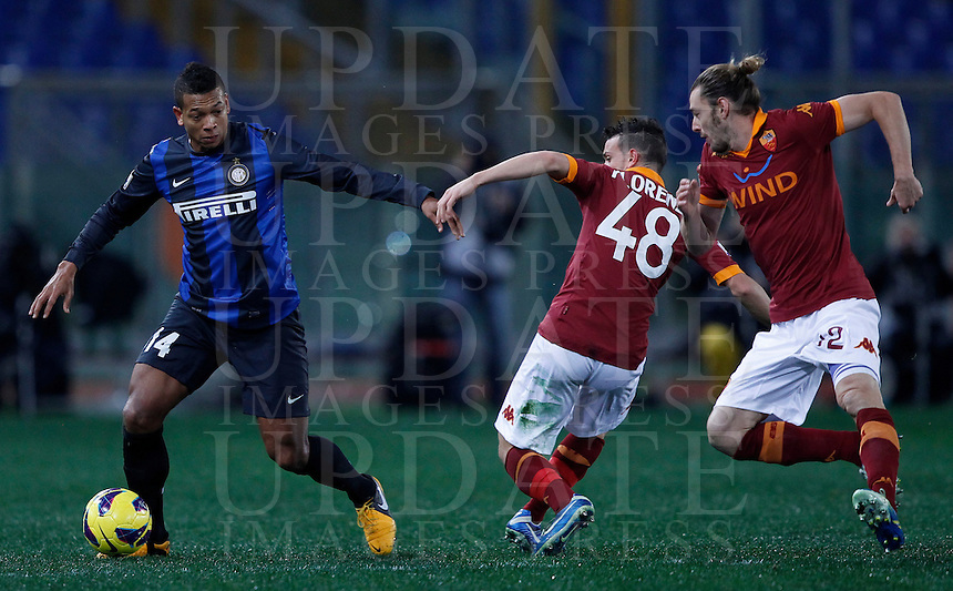 Calcio, semifinale di andata di Coppa Italia: Roma vs Inter. Roma, stadio Olimpico, 23 gennaio 2013..FC Inter midfielder Fredy Guarin, of Colombia, left, is challenged by AS Roma midfielder Alessandro Florenzi, center, and defender Federico Balzaretti during the Italy Cup football semifinal first half match between AS Roma and FC Inter at Rome's Olympic stadium, 23 January 2013..UPDATE IMAGES PRESS/Isabella Bonotto