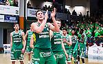 S&ouml;dert&auml;lje 2015-04-19 Basket SM-Final 1 S&ouml;dert&auml;lje Kings - Uppsala Basket :  <br /> S&ouml;dert&auml;lje Kings Carl Engstr&ouml;m jublar med lagkamrater efter matchen mellan S&ouml;dert&auml;lje Kings och Uppsala Basket <br /> (Foto: Kenta J&ouml;nsson) Nyckelord:  S&ouml;dert&auml;lje Kings SBBK T&auml;ljehallen Basketligan SM SM-Final Final Uppsala Basket jubel gl&auml;dje lycka glad happy