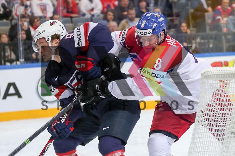 Tschechiens Hejda, Jan (Nr.8)(Colorado Avalanche) schiebt USAs Eichel, Jack (Nr.9)(Boston University) weg im Spiel IIHF WC15 USA vs. Czech Republic.<br /> <br /> Foto &copy; P-I-X.org *** Foto ist honorarpflichtig! *** Auf Anfrage in hoeherer Qualitaet/Aufloesung. Belegexemplar erbeten. Veroeffentlichung ausschliesslich fuer journalistisch-publizistische Zwecke. For editorial use only.