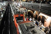 SAO PAULO, SP 05 de julho 2013- Um Homem de 46 anos caiu na Linha do trem na estacao da Luz sentido Francisco Morato, acabo sendo atropelado pelo trem e morrendo no local _  ADRIANO LIMA / BRAZIL PHOTO PRESS).