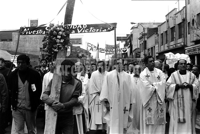 Funerales del sacerdote frances Andrve Jarlan asesinado en la poblacion La Victoria por carabineros mientras se realizaban protestas contra el gobierno de Pinochet.<br /> Septiembre 1984<br /> Forty years ago, on September 11, 1973, a military coup led by General Augusto Pinochet toppled the democratic socialist government of Chile. President Salvador Allende was killed during the  attack to seize  La Moneda presidential palace.  In the aftermath of the coup, a quarter of a million people were detained for their political beliefs, 3000 were killed or disappeared and many thousands were tortured.<br /> Some years later in 1981, while Pinochet ruled Chile with iron fist, a young photographer called Juan Carlos Caceres started to freelance in the streets of Santiago and the poblaciones or poor outskirts, showing the growing resistance against the dictatorship. For the next 10 years Caceres photographed every single protest and social movement fighting for the restoration of democracy. He knew that his camera was his only weapon, he knew that his fate was to register the daily violence and leave his images for the History.<br /> In this days Caceres is working to rescue and organize his collection of images in the project Imagenes de la Resistencia   . With support of some Chilean official institutions, thousands of negatives are digitalized and organized to set up the more complete visual heritage of this  violent period of Chile´s history.<br /> In a time when technology was not very friendly and communications were kind of basic, Juan Carlos Caceres and other photojournalist were always at the right place in the right moment defying the threats of the police. Their work is now  a visual heritage that documents and remind us the fight of Chilean people for democracy.