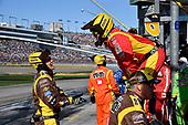 #18: Kyle Busch, Joe Gibbs Racing, Toyota Camry M&M's Chocolate Bar crew