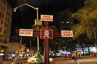 RECIFE, PE, 26.04.2019: POLÍTICA-RECIFE - O Partido dos Trabalhadores (PT), juntamente com Movimentos Sociais e simpatizantes, realizam nesta noite de sexta (26) um ato a favor da liberdade do ex-presdinte Lula na Praça da Independência <br /> (mais conhecida como Praça do Diário), no bairro de Santo Antônio, centro do Recife. O ato também e para a realização de um abaixo <br /> assinado contra a Reforma da Previdência proposto pelo Governo do atual presidente Jair Bolsonaro (PSL). (Foto: Pedro de Paula/Código19)