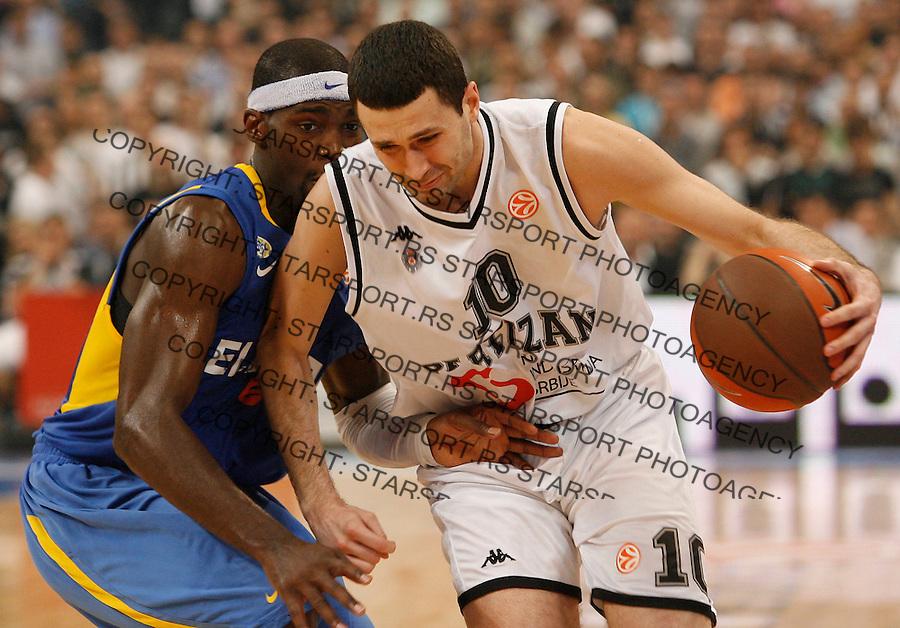 Kosarka, Euroleague, sezona 2009/2010, play off.Partizan Vs. Maccabi (Tel Aviv), Game 3.Doron Perkins, left and Aleksandar Rasic, right.Belgrade, 30.03.2010..foto: Srdjan Stevanovic/Starsportphoto ©