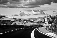 Progetto OnMovement@2013 - Serie di immagini scattate in velocità lungo l'autostrada da Benevento a Bari. Il progetto (sperimentale) aveva lo scopo di riuscire a comporre in velocità affidandosi in alcuni casi al caso.