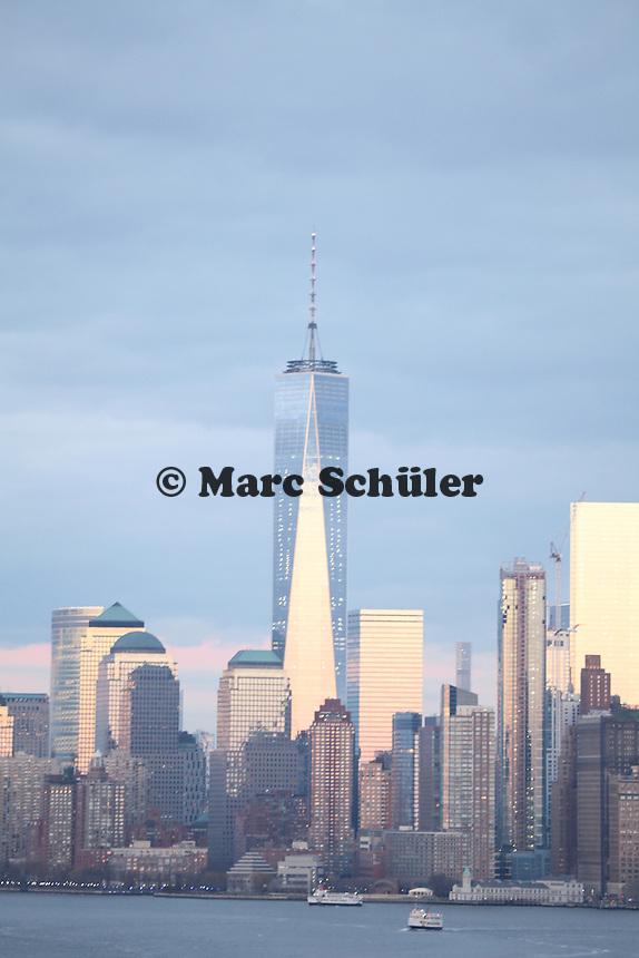 Blick auf den Freedom Tower bei Sonnenuntergang