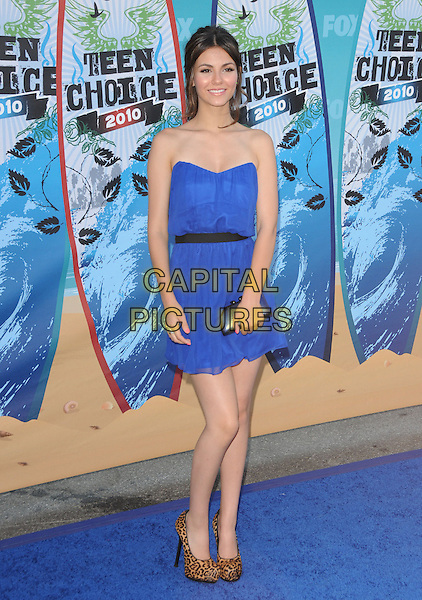 VICTORIA JUSTICE.Fox Teen Choice 2010 Awards held at the Universal Ampitheatre in Universal City, California, USA..August 8th, 2010    .full length blue strapless dress brown leopard animal print shoes .CAP/RKE/DVS.©DVS/RockinExposures/Capital Pictures.