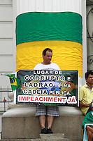 CURITIBA, PR,15.11.2015 – PROTESTO-PR – Manifestantes protestam em favor do impeachment da Presidente Dilma Rousseff no centro de Curitiba, na tarde deste domingo (15). (Foto: Paulo Lisboa / Brazil Photo Press)