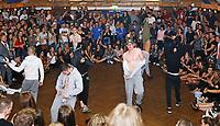 """Büttelborn 15.09.2018: Kerwetanz der Biddelberner Kerb<br /> Hip-Hop Formation in der Mitternachtsshow der Kerweborsch zum """"Büttelborner Supertalent""""<br /> Foto: Vollformat/Marc Schüler, Schäfergasse 5, 65428 R'heim, Fon 0151/11654988, Bankverbindung KSKGG BLZ. 50852553 , KTO. 16003352. Alle Honorare zzgl. 7% MwSt."""