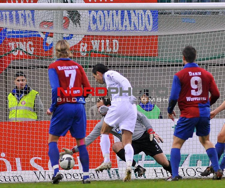 3. FBL 2008/2009 20. Spieltag Hinrunde<br /> <br /> Wuppertaler SV Borussia vs. Kickers Emden<br /> Andy Naegelein  gegen Marcel Reichwein  ( Wuppertaler SV Borussia # 7 ) und Christian Maly ( Wuppertaler SV Borussia # 1 ) am Boden.<br /> <br /> <br /> Foto &copy; nph (  nordphoto  )<br /> <br /> <br />  *** Local Caption ***