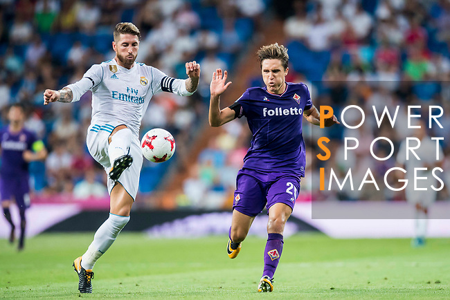 Federico Chiesa (r) of ACF Fiorentina fights for the ball with Sergio Ramos of Real Madrid during the Santiago Bernabeu Trophy 2017 match between Real Madrid and ACF Fiorentina at the Santiago Bernabeu Stadium on 23 August 2017 in Madrid, Spain. Photo by Diego Gonzalez / Power Sport Images