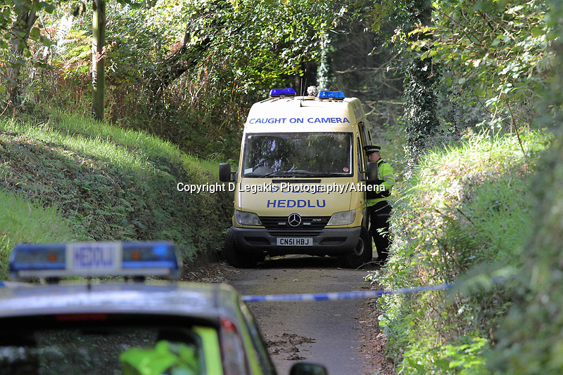 Pictured: Police officers searching for eveidence in the woods where the body of Rebecca Aylward was discovered. Monday 25 October 2010<br />