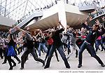 UNE FLASHMOB DE 300 DANSEURS POUR 24 ENFANTS....Choregraphie : GILLOT Marie Agnes..Compagnie : Ballet national de l Opera de Paris..Avec :..GILLOT Marie Agnes..CHAILLET Vincent..DEMOL Yvon..Cadre : 24 heures pour 24 enfants..Ville : Paris..Le : 29 11 2009..© Laurent Paillier / photosdedanse.com