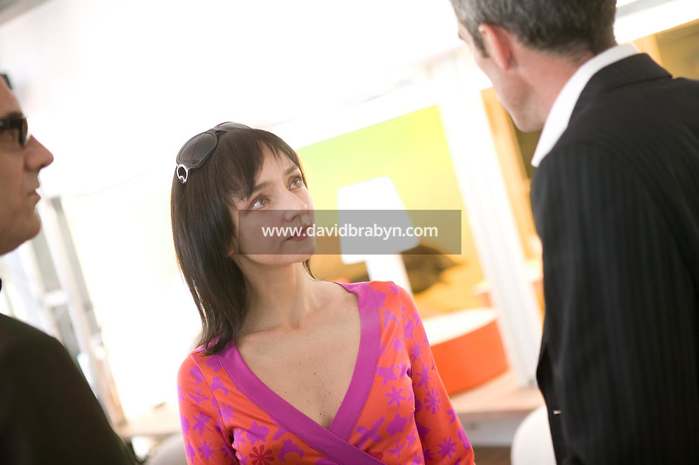 Maria de Medeiros (C), Gilles Duval (D), dejeuner de presse, 20 ans de la Fondation Groupama-Gan pour le Cinema, Cannes, France, 18 mai 2007.