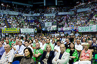 Milano: un militante della Lega Nord segue il congresso federale. Al termine Roberto Maroni è stato eletto nuovo segretario della Lega Nord..Milan: supporters of Northern League follow the Federal Congress of  Northern League..Roberto Maroni was elected as new Secretary party leader of Northern League.