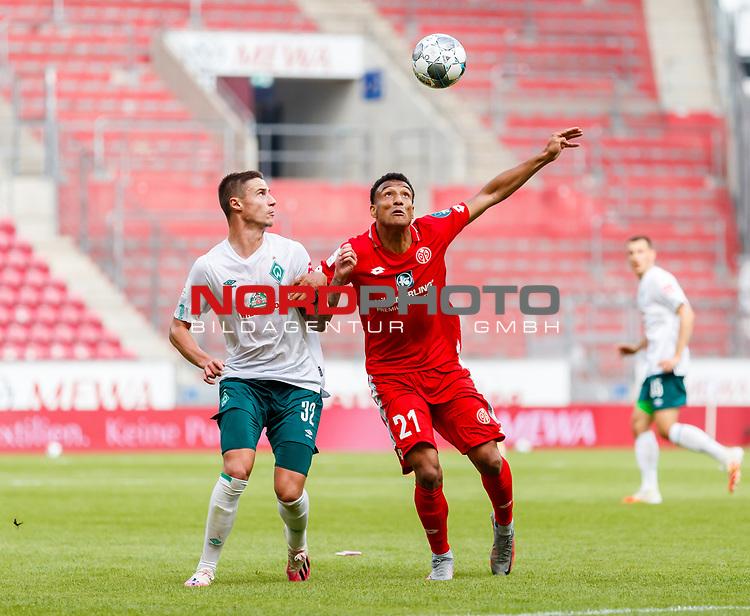 Karim Onisiwo (FSV Mainz 05) im Zweikampf mit Marco Friedl (SV Werder Bremen), <br /> <br /> Sport: Fussball: 1. Bundesliga:: nphgm001:  Saison 19/20: 33. Spieltag: 1. FSV Mainz 05 vs SV Werder Bremen 20.06.2020<br /> Foto: Neis/Eibner/Pool/via gumzmedia/nordphoto<br /><br />DFB regulations prohibit any use of photographs as image sequences and/or quasi-video.<br />Editorial Use ONLY<br />National and International News Agencies OUT<br />  DFL REGULATIONS PROHIBIT ANY USE OF PHOTOGRAPHS AS IMAGE SEQUENCES AND OR QUASI VIDEO<br /> EDITORIAL USE ONLY<br /> NATIONAL AND INTERNATIONAL NEWS AGENCIES OUT