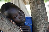 ETHIOPIA, Gambela, region Itang, Nuer village Pilual, boy Bhan 12 years old / AETHIOPIEN, Gambela, Region Itang, Dorf Pilual der Ethnie NUER, Hof von Herr Mun Kunen und Frau Neelam , sie sind vor dem Buergerkrieg aus dem Suedudan gefluechtet, Sohn Bhan 12 Jahre