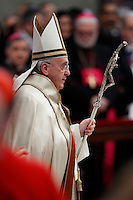Papa Francesco arriva nella Basilica di San Pietro per celebrare il Concistoro per la creazione di 20 nuovi cardinali, Citta' del Vaticano, 14 Febbraio 2015.<br /> Pope Francis arrives to celebrate the Consistory for the creation of 20 new cardinals, in St. Peter's Basilica, Vatican, 14 February 2015.<br /> UPDATE IMAGES PRESS/Isabella Bonotto<br /> STRICTLY ONLY FOR EDITORIAL USE