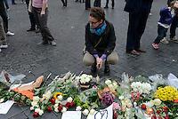 Roma, 14 Novembre 2015<br /> Famiglie  e cittadini portano fiori davanti l'ambasciata francese per le vittime della strage del 13 novembre