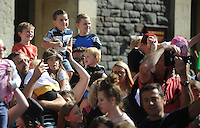 Pictured: Saturday 17 September 2016<br /> Re: Roald Dahl&rsquo;s City of the Unexpected has transformed Cardiff City Centre into a landmark celebration of Wales&rsquo; foremost storyteller, Roald Dahl, in the year which celebrates his centenary.<br /> Children watch from the crowd.