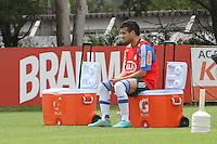 SÃO PAULO, SP, 11 JANEIRO DE 2013  - TREINO PALMEIRAS - O jogador Maicon Leite durante treinamento na Academia de Futebol, na manha dessa sexta-feira, 11, Barra Funda, zona oete  da capital -   FOTO LOLA OLIVEIRA - BRAZIL PHOTO PRESS