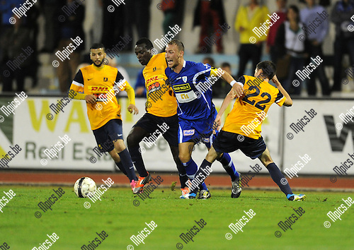 2013-08-15 / Voetbal / seizoen 2013-2014 / KV Turnhout - Woluwe-Zaventem / Aldin Peljto (KVT) wordt afgestopt<br /><br />Foto: mpics.be