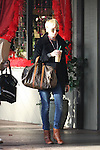 .2-15-09.kim Stewart getting coffee and shopping with her mom in brentwood California...www.AbilityFilms.com.805-427-3519.Abilityfilms@yahoo.com