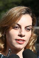 SÃO PAULO - SP - 12 DE MARÇO 2013. EXUMAÇÃO MATSUNAGA, Dra Roselle Soglio advogada de Elise Matsunaga acompanha os técnicos do IML (Instituto Médico Legal) realizando a exumação do corpo de Marcos Matsunaga, no Cemitério São Paulo, zona oeste de São Paulo (SP), na manhã desta terça-feira (12). O empresário foi morto em maio de 2012, por sua mulher, Elize Matsunaga.. FOTO: MAURICIO CAMARGO / BRAZIL PHOTO PRESS.