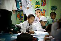 A boy makes a gesture during a lession in an islamic school in Pattani, southern Thailand. Foto: Christopher Olssøn
