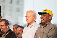 SAO PAULO, SP, 01 DE MAIO DE 2013 - FESTA CUT NO ANHANGABAÚ - O prefeito da cidade de São Paulo, Ministro do Trabalho Manuel Dias,na festa do dia do trabalho na praça do Anhangabaú em São Paulo. FOTO: MARCELO BRAMMER / BRAZIL PHOTO PRESS