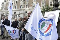 Roma, 23 Ottobre 2012.Viminale.Lavoratori del comparto sicurezza e poliziotti manifestano davanti il Ministero dell'interno controla legge di stabilità 2013