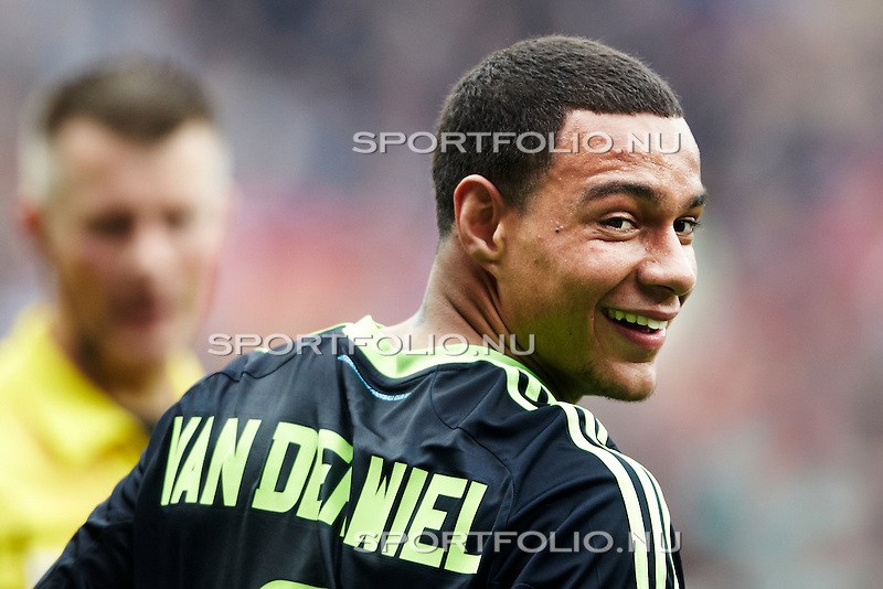 Nederland, Enschede, 29 april 2012.Seizoen 2011/2012.Eredivisie.FC_Twente_Ajax 1-2.Gregory van der Wiel van Ajax juicht na het scoren van de 1-2