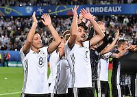 FUSSBALL EURO 2016 VIERTELFINALE IN BORDEAUX Deutschland - Italien      02.07.2016 Jubel nach dem Spielende: Mesut Oezil und Mats Hummels (v.l., beide Deutschland)