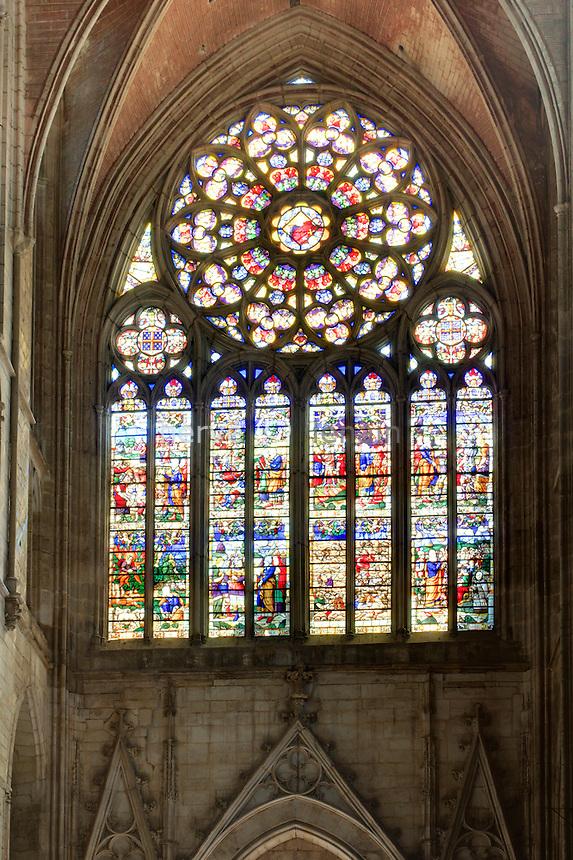 France, Yonne (89), Auxerre, la cathédrale Saint-Etienne, vitraux du transept // France, Yonne, Auxerre, the Cathedral St Etienne, stained glass windows of the transept