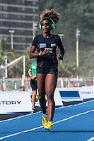 RIO DE JANEIRO; RJ; 29 DE MARÇO 2013 - Rosângela Santos treina para o desafio Mano, evento de atletismo que terá Usain Bolt como atração principal na Praia de Copacabana. FOTO: NÉSTOR J. BEREMBLUM - BRAZIL PHOTO PRESS.