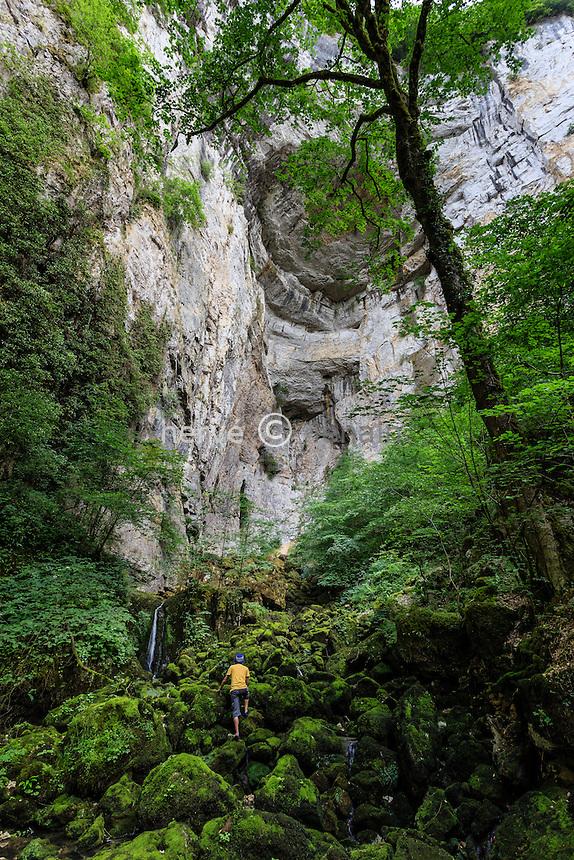 France, Doubs (25), Nans-sous-Sainte-Anne, la grotte Sarrazine proche de la source du Lison // France, Doubs, Nans sous Sainte Anne, Sarrazine cave close to the source of Lison