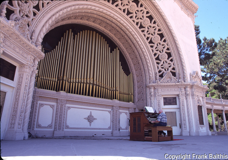 Organ player at Balboa Park