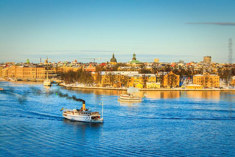 Ångbåten Blidösund på Stockholms ström en solig vacker vinterdag