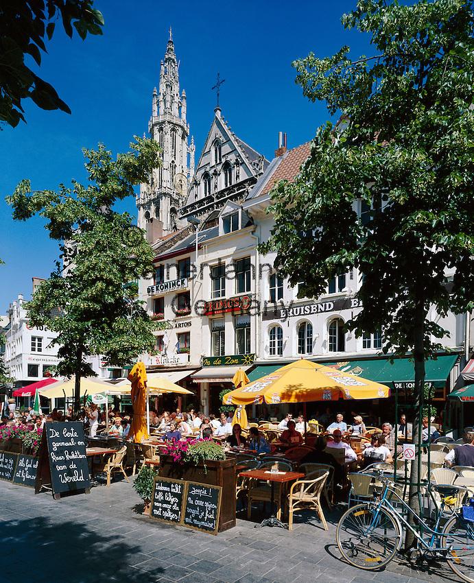 Belgium, Antwerp: cafe scene in Groenplats with the Cathedral behind | Belgien, Antwerpen: Cafes auf dem Groenplats, Turm der Liebfrauenkathedrale