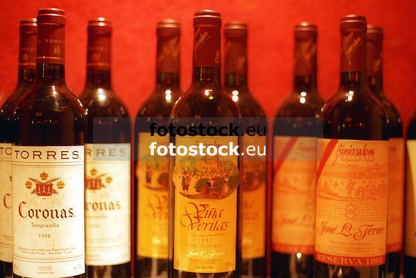 bottles of red wine of the spanish winemakers Torres and Jos&eacute; Ferrer<br /> <br /> botellas de vino tinto de las bodegas espa&ntilde;olas Torres y Jos&eacute; Ferrer<br /> <br /> Rotweinflaschen der spanischen Bodegas Torres und Jos&eacute; Ferrer<br /> <br /> Original: 35 mm