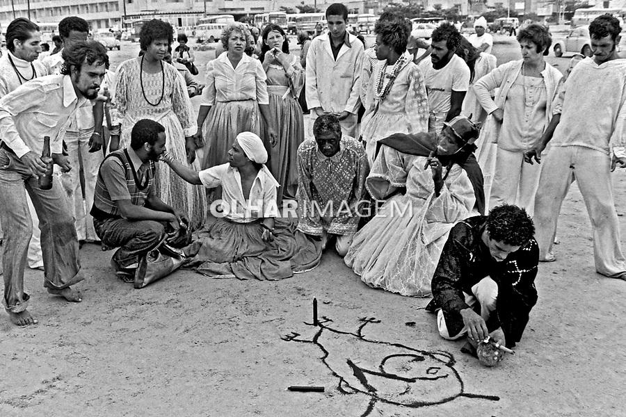 Culto a Exú. Festa de Iemanjã na Praia Grande, Santos. São Paulo. 1977. Foto de Juca Martins.