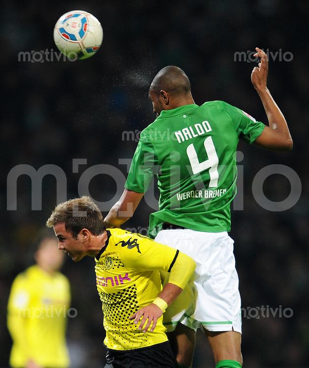 FUSSBALL   1. BUNDESLIGA   SAISON 2011/2012    9. SPIELTAG SV Werder Bremen - Borussia Dortmund                 14.10.2011 Mario GOETZE (li, Dortmund) gegen NALDO (re, Bremen)