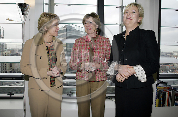BRUSSELS - BELGIUM - 14 DECEMBER 2005 -- Norwegian Ministers slaug (Aslaug) HAGA (L) for Regional Policy and Kristin HALVORSEN (R) for Finance visiting Neelie KROES (C) EU-Commissioner for Competition. -- PHOTO: JUHA ROININEN / EUP-IMAGES