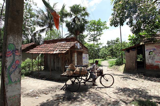 Rural village near Kolkata India...Photo by Matt Cashore/University of Notre Dame