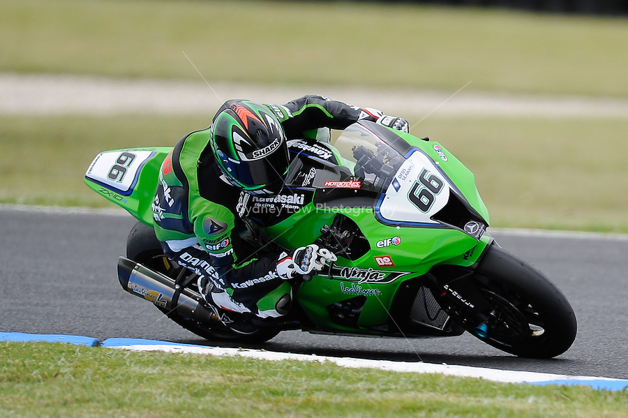 PHILLIP ISLAND, 22 FEBRUARY - Tom Sykes (GBR) riding the Kawasaki ZX-10R (66) of the Kawasaki Superbike Racing Team at day two of the testing session prior to round one of the 2011 FIM Superbike World Championship at Phillip Island, Australia. (Photo Sydney Low / syd-low.com)