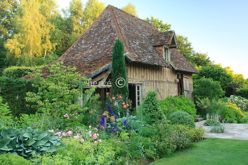 France, Normandy, Jardins du pays d'Auge: .house. (Obligatory mention of the garden's name. Only use for press and books, other use require the prior agrees of the owner.)