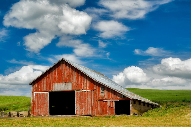Red barn in palouse, Washington