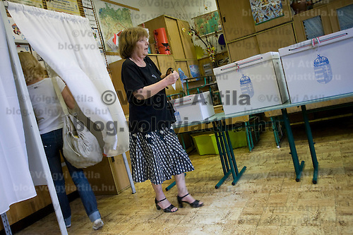Citizen votes during the national polling for the European Parliamentary elections in Budapest, Hungary. Sunday, 07. June 2009. ATTILA VOLGYI
